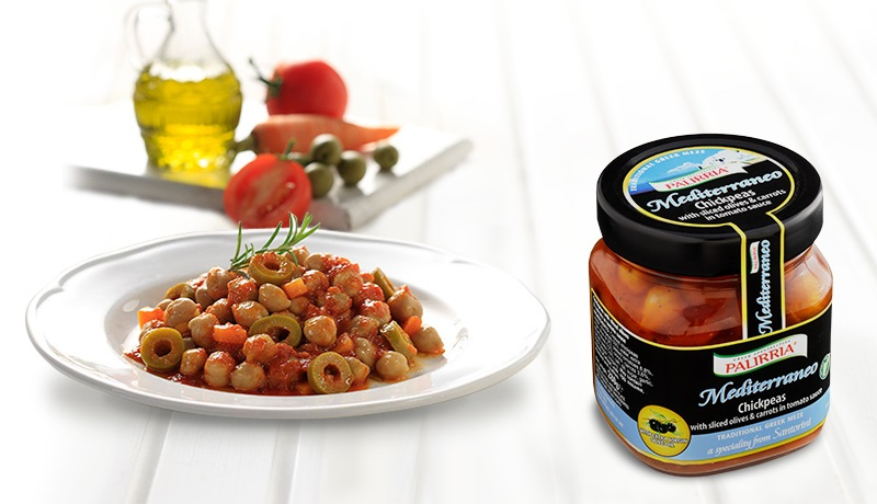 Chickpeas with sliced olives & carrots in tomato sauce