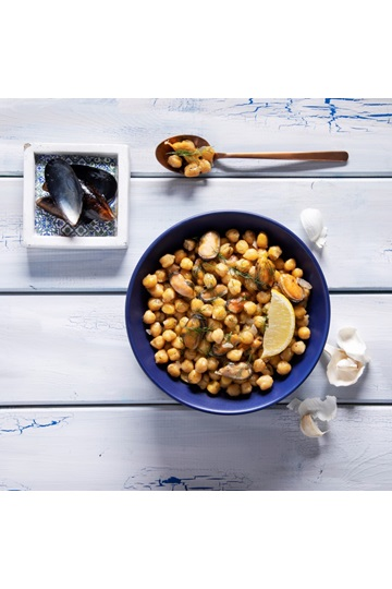 Chickpeas with mussels & fine herbs